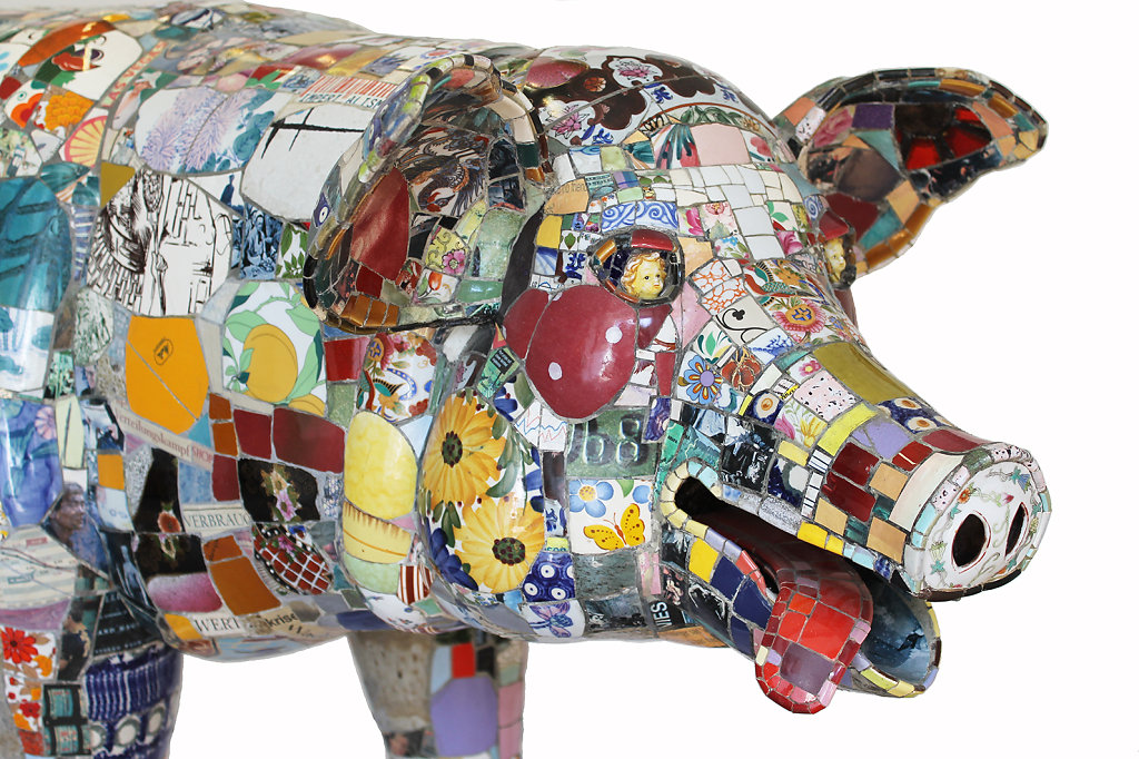 BIg Pig, Front